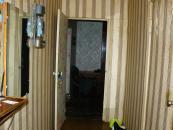 Вид из коридора на вход в комнаты.