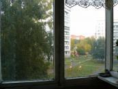 Застеклённый балкон, вид во двор.